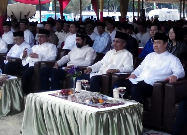 Dari kanan: Pendiri ESQ Ary Ginanjar Agustian (kanan), Deputi Pencegahan dan Kesiapsiagaan BNPB Dodi Ruswandi, Wakil Gubernur Aceh Muzakir Manaf, Menpan dan RB Azwar Abubakar